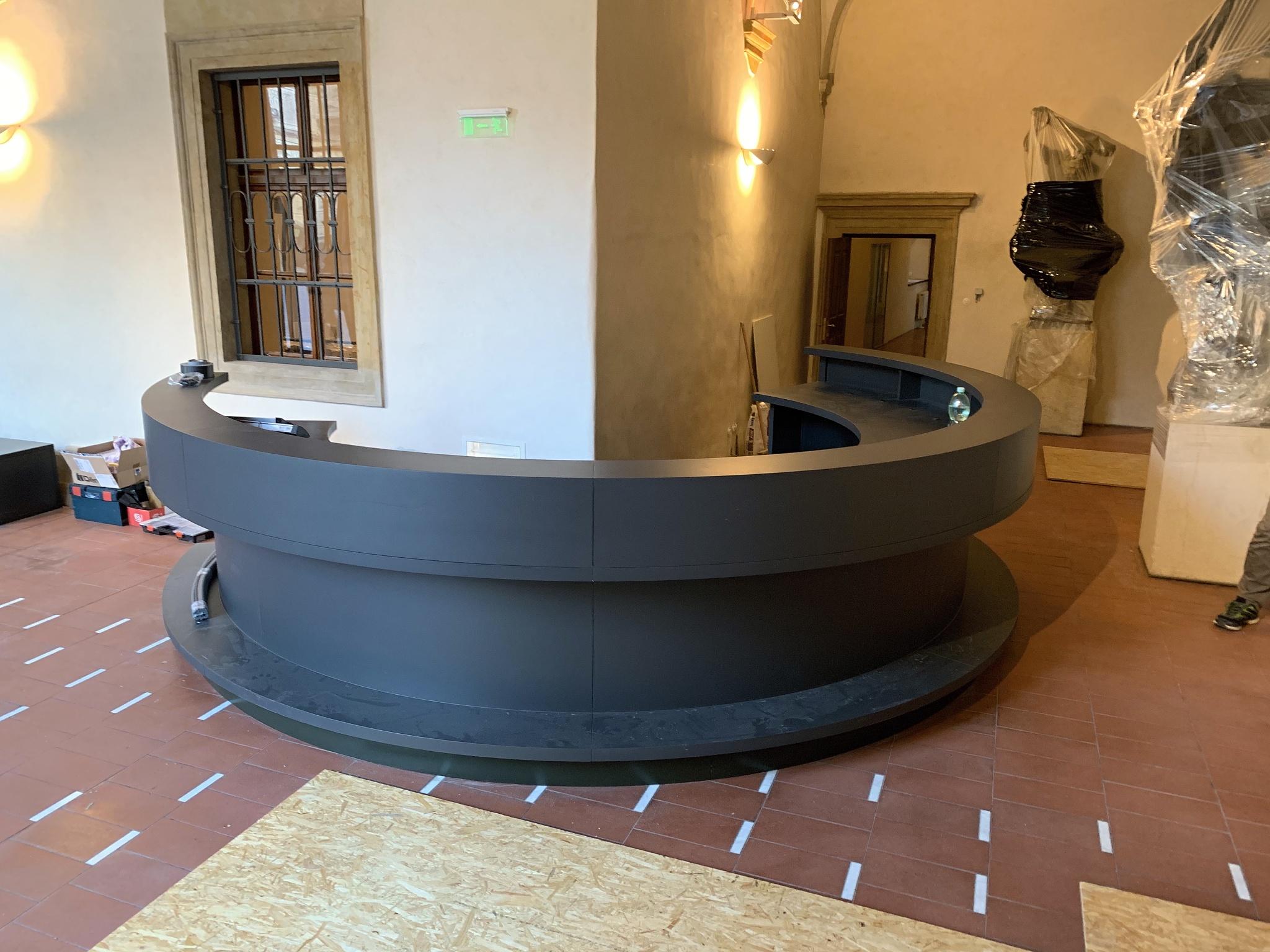 larx uhlíkové fólie  instalace recepce národni galerie