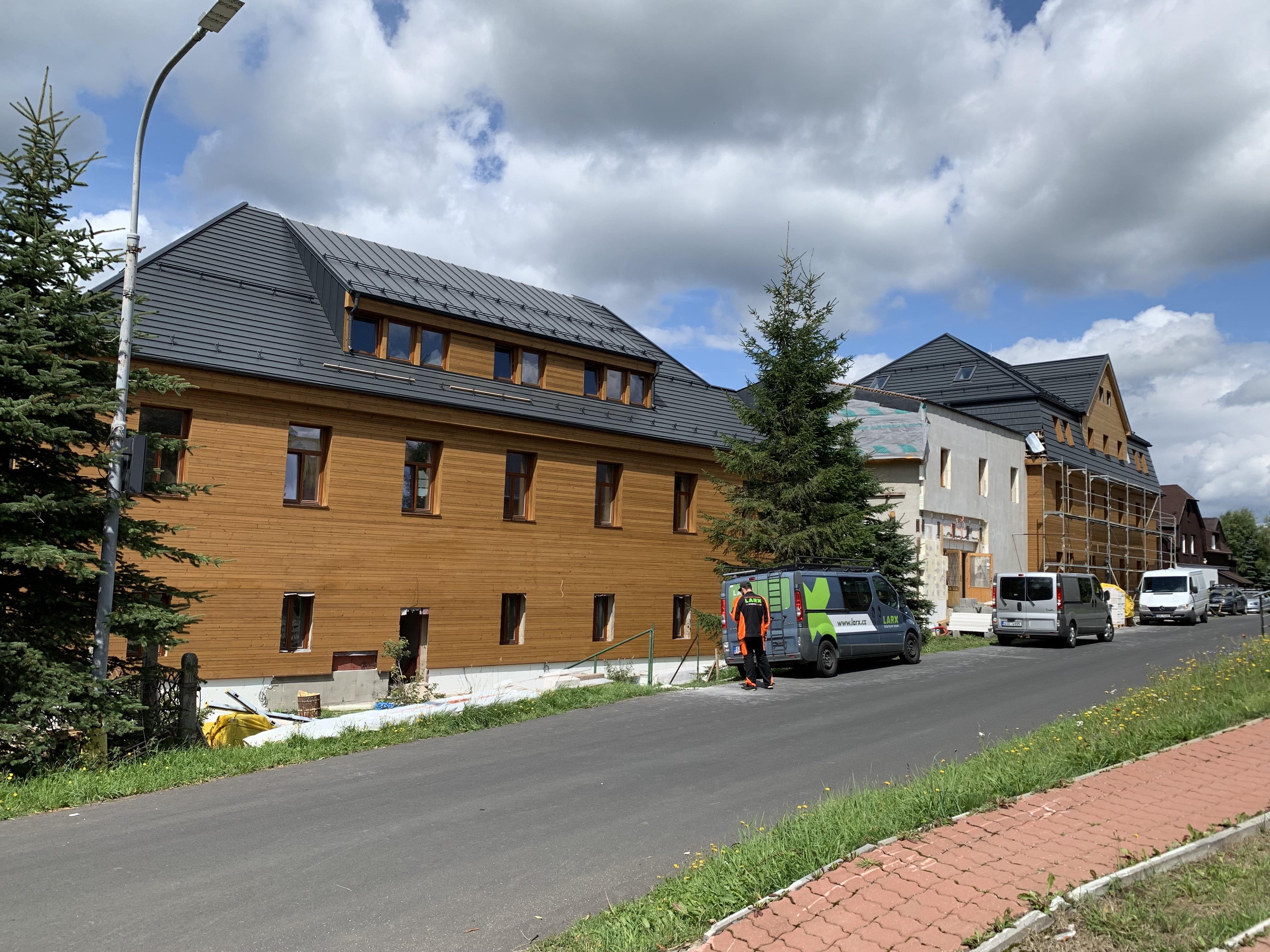 larx uhlíkové fólie  instalace hotel